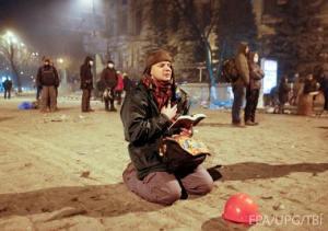 2014-01 UA21 Prayer on Hrushevskogo 21Jan PM