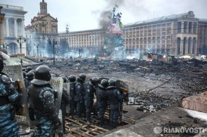 2014-02 UA20 9153096_original berkut trashed maidan