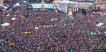 2013-12 UA08 769357 maidan crowd