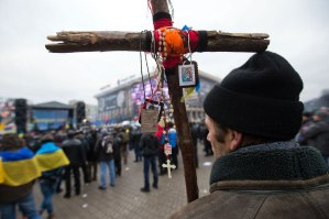 2013-12 UA20 Maidan cross