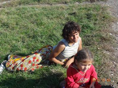 2014-10 DSC01414 DSC08431 livezeni girls disabled roma (Large)
