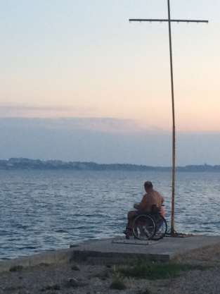 2015-07 IMG_0585 slovenia portoroz shore sunset disability cross