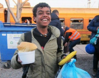Refugee food distribution - Macedonia - Jim Black