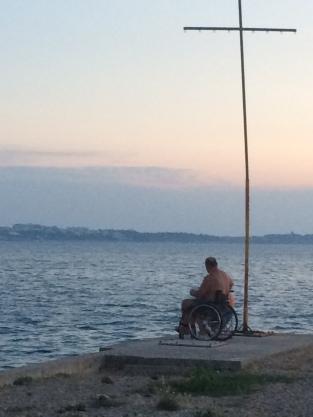 2015-07 IMG_0585 slovenia portoroz shore sunset disability cross